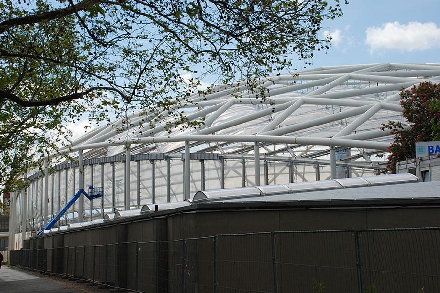 Sicht auf außenliegendes Fachwerk aus Rohren 813x30 und 813x40